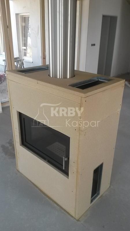 Obestavba oboustranné krbové vložky Kobok Kompakt, která je ideální do nízkoenergetických domů